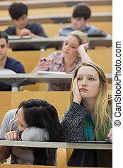 estudantes, conferência, aborrecido, sentando
