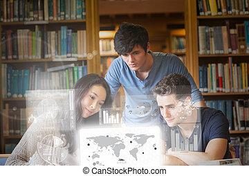 estudantes, digita, focalizado, trabalhando