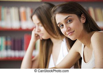 estudantes, em, um, biblioteca