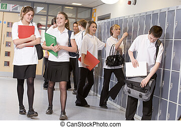 estudantes, escola secundária, corredor, lockers