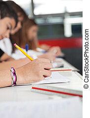 estudantes, escola secundária, escrivaninha, escrita