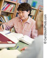 estudantes, estudar, maduras, biblioteca