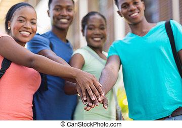 estudantes, faculdade, junto, mãos