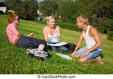 estudantes, falando, parque, três