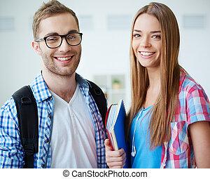 estudantes, feliz