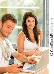 estudantes, laptops, estudo, trabalhando, alto-escola