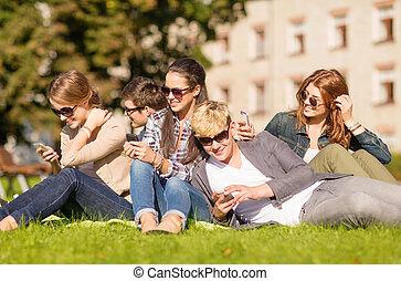 estudantes, olhar, smartphones, pc tabela