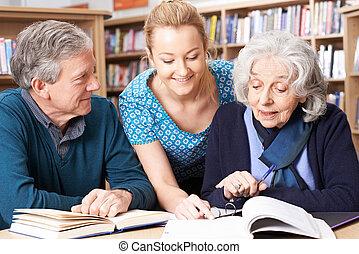 estudantes, professor, biblioteca, trabalhando, maduras