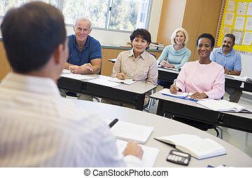 estudantes, seu, sala aula, maduras, professor