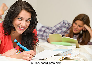 estudantes, sorrindo, exame, femininas, preparar