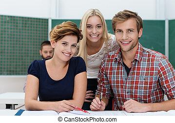 estudantes, sorrindo, universidade