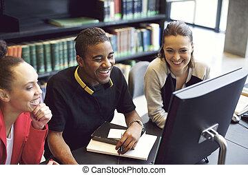 estudar, desfrutando, jovem, biblioteca, pessoas