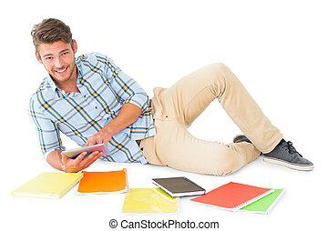 estudar, homem, jovem, mentindo, bonito