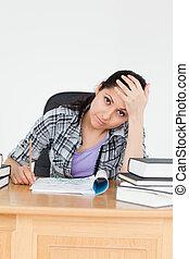 estudiante, joven, deberes, cansado