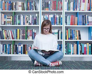 estudiante, lectura de la muchacha, libro, en, biblioteca