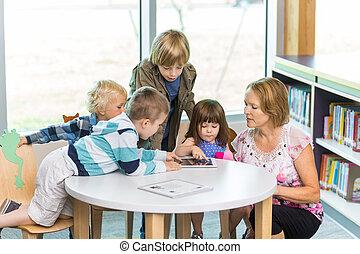 estudiantes, biblioteca, tabletas, digital, utilizar,...