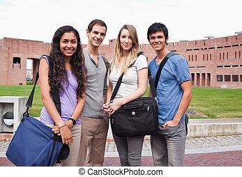 estudiantes, compañero, posar