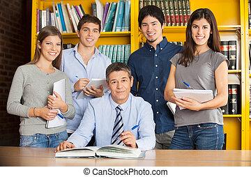estudiantes, confiado, colegio, biblioteca, bibliotecario