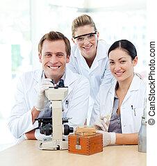 estudiantes, de, ciencia, trabajando, en, un, laboratorio