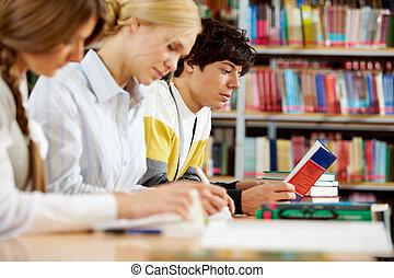 estudiantes, en, biblioteca