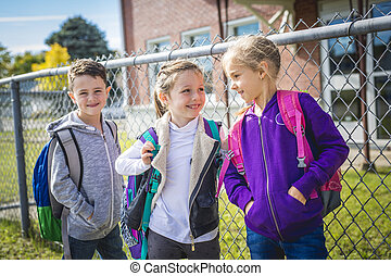estudiantes, exterior, escuela, posición, juntos