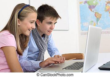 estudiantes, highschool, computadora, trabajando