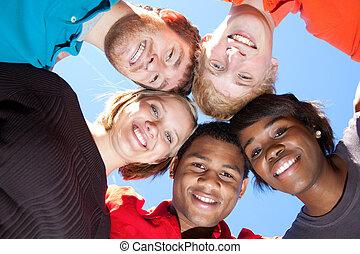 estudiantes, multi-racial, sonriente, colegio, caras