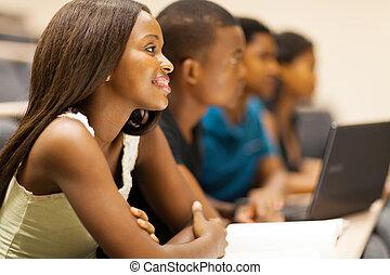 estudiantes, universidad, vestíbulo, dictar una conferencia