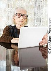 eszköz, otthon, idősebb ember, tabletta, használ