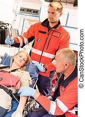 eszméletlenül, türelmes, nő, szükséghelyzet, mentőautó
