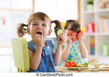 eten, groentes, of, kleuterschool, thuis, kinderen