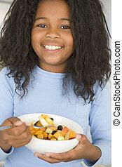 eten, kom, jonge, fruit, het glimlachen van het meisje, keuken