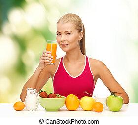 etende vrouw, gezonde , jonge, het glimlachen, ontbijt