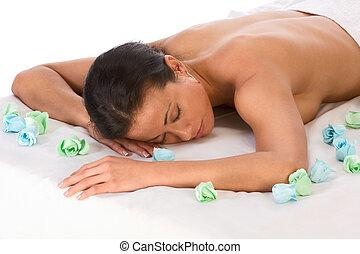ethnique, femme, dans, spa, délassant, sur, table massage