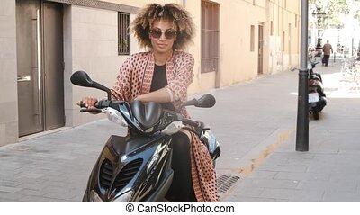 ethnique, séance, scooter, branché, femme, rue