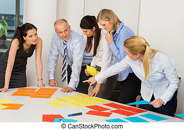 etiquetas, discutindo negócio, equipe