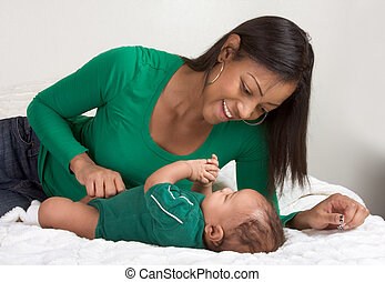 etnikai, anya játék, noha, neki, csecsemő fiú, fiú, ágy