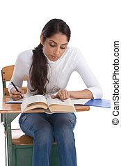 etnikai indian, hallgató, íróasztal, osztály