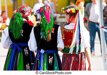 etnikai, jelmezbe öltöztet