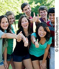 etnisk grupp, av, lycklig, tonårig, vänner, utanför