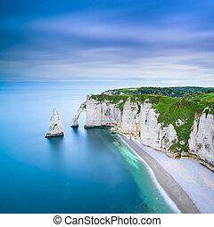 etretat, aval, acantilado, y, rocas, señal, y, océano, .,...
