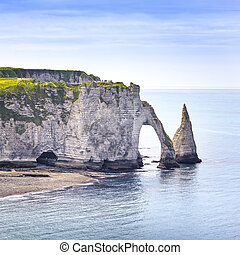 etretat, aval, penhasco, pedras, e, arco natural, marco, azul, ocean., aéreo, vista., normandy, frança, europe.