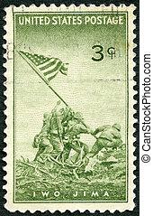 eua, -, circa, 1945, :, um, selo, impresso, em, a, eua, mostra, marines, levantamento, a, bandeira, ligado, monte, suribachi, jima iwo, de, um, fotografia, por, joel, rosenthal, realizações, de, a, eua., marines, em, wwii, circa, 1945
