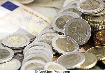 Euro banknotes and coins - Range of Euro coins and bank...
