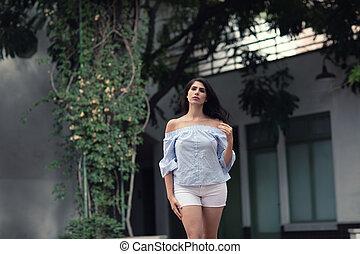 européen, beau, rue, jeune, mode, ville, woman., extérieur, portrait, modèle, marche