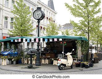 European flowershop - Ambulant flowershop on square in...