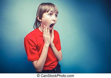 european-looking, jongen, van, tien, jaren, verrassing, geopend, zijn, mond, op
