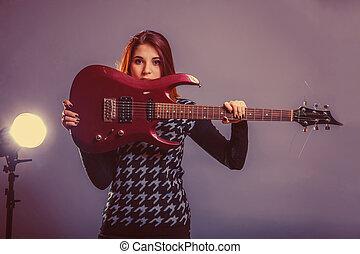 european-looking, meisje, van, twintig, jaren, vasthouden, een, gitaar