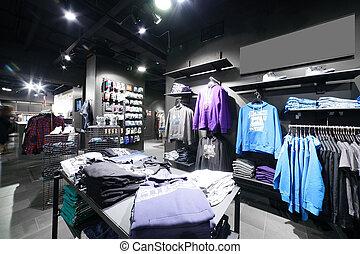 europeo, tienda de ropa, con, inmenso, colección