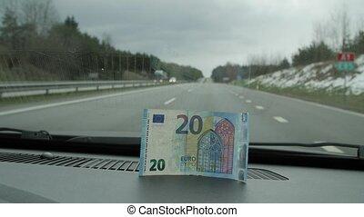 euros, vingt, haut, placé, verre., voiture, devant, fin